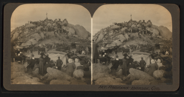 Mt. Rubidoux, Riverside, California, Easter Morning at 6 o'clock. Two thousand people holding services. From 1870-1925?
